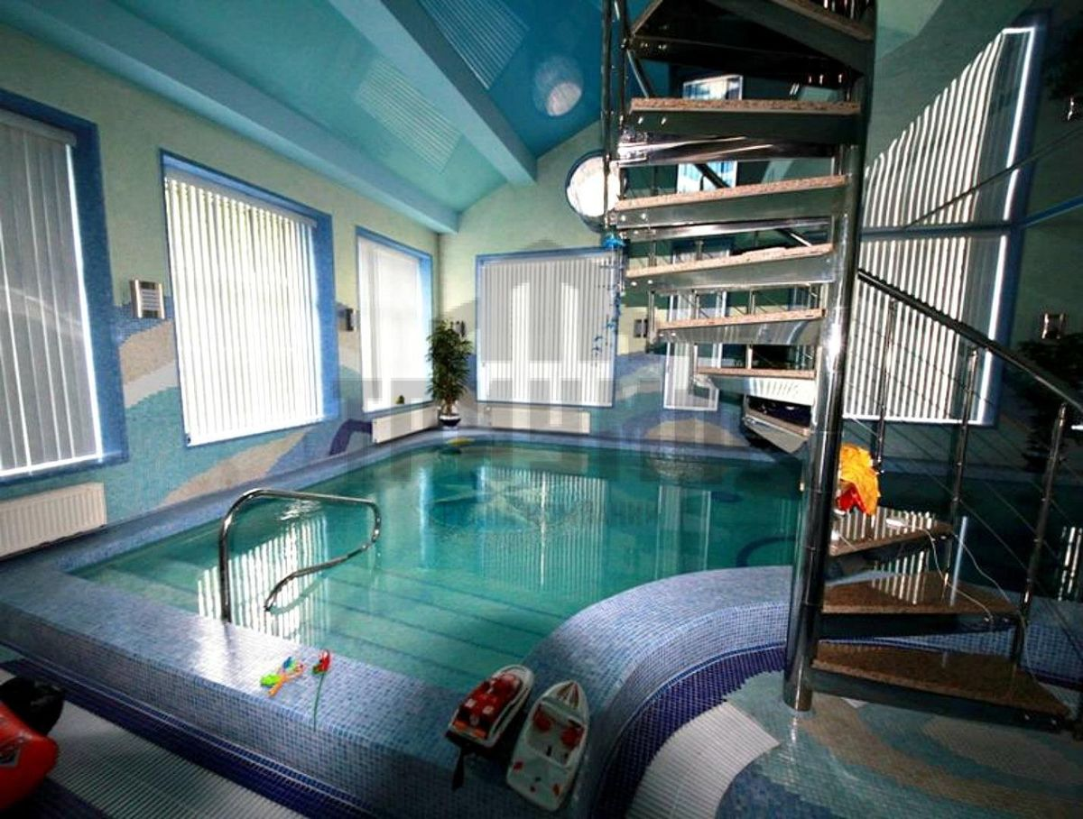 четырехэтажный дом за 70 млн рублей продают в центре Нижнем Новгороде